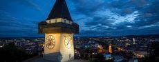 Vogelperspektive von Graz bei Nacht als Motivation um Singles in Graz kennenzulernen