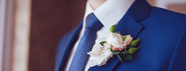 Mann fürs Leben gefunden mit Nahaufnahme des Anzugs von Bräutigam dargestellt