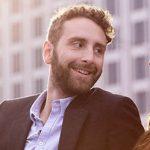 Mann unterhält sich mit Frau - als Symbol für Frauen kennenlernen