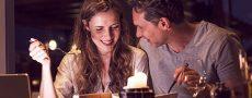 Mann und Frau beim Date im Restaurant