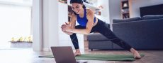 Single macht Home-Workout in Zeiten von Corona